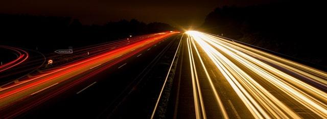 光ファイバーケーブルが速い理由